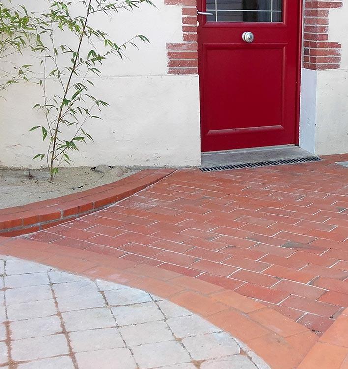 cote-et-jardins-paysagiste-pornic-aenagement-entree-briques-et-paves