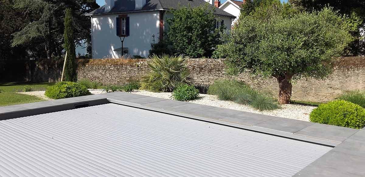 cote-et-jardins-paysagiste-pornic-amenagement-paysager-contour-pisine-et-massif
