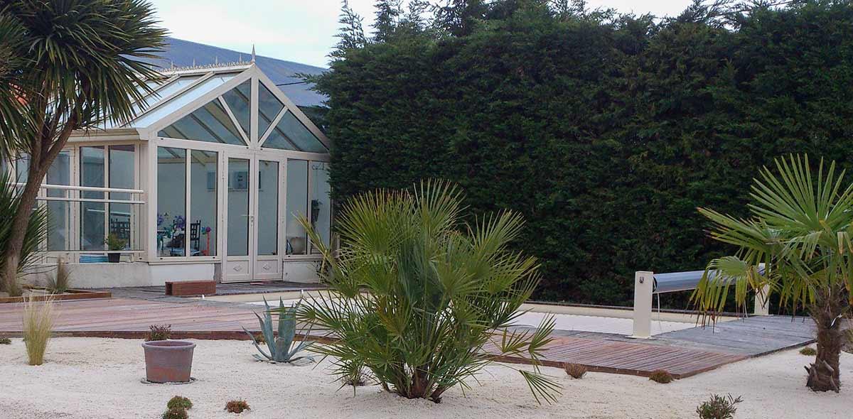 cote-et-jardins-paysagiste-pornic-amenagement-terrasse-piscine-et-massif