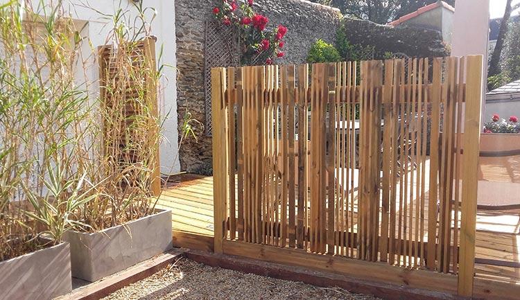 cote-et-jardins-paysagiste-pornic-panneaux-bois-exterieur-decoratif